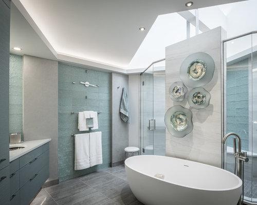 Bagno con ante verdi e piastrelle di vetro foto idee arredamento