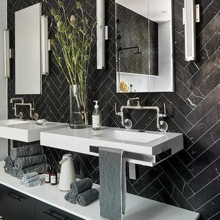 Foto di una grande stanza da bagno contemporanea con ante lisce, ante nere, piastrelle nere, piastrelle di marmo, pavimento con piastrelle in ceramica, pavimento bianco, top bianco e lavabo sospeso