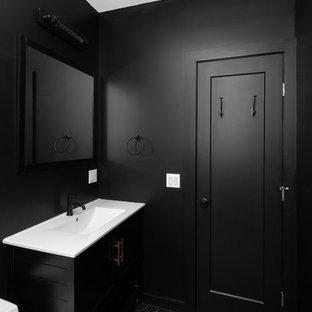 Foto de cuarto de baño con ducha, industrial, de tamaño medio, con ducha empotrada, sanitario de una pieza, baldosas y/o azulejos grises, suelo de azulejos de cemento, ducha abierta, puertas de armario negras, paredes negras, lavabo integrado, encimera de acrílico, suelo negro, encimeras blancas, baldosas y/o azulejos de cemento y armarios con paneles empotrados