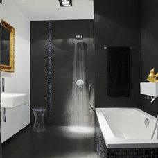 Modern Bathroom by ZANDERII design