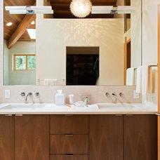 Modern Bathroom by Giulietti Schouten Architects