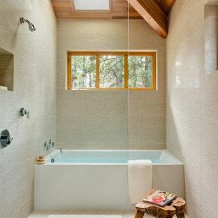 На фото: ванные комнаты в стиле модернизм с открытым душем и открытым душем