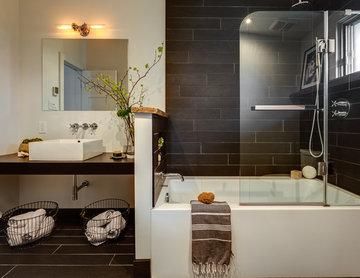 Black industrial bathroom, Montreal