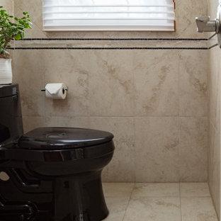 Esempio di una piccola stanza da bagno con doccia stile americano con consolle stile comò, ante in legno bruno, WC a due pezzi, piastrelle beige, piastrelle in gres porcellanato, pareti beige, pavimento in gres porcellanato, lavabo a bacinella, top in granito, pavimento beige e top nero