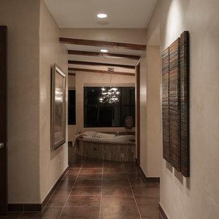 Imagen de cuarto de baño principal, contemporáneo, grande, con armarios estilo shaker, puertas de armario de madera en tonos medios, jacuzzi, ducha esquinera, sanitario de una pieza, baldosas y/o azulejos beige, baldosas y/o azulejos blancas y negros, baldosas y/o azulejos marrones, baldosas y/o azulejos grises, suelo de baldosas tipo guijarro, paredes beige, suelo de baldosas de cerámica, lavabo encastrado y encimera de granito