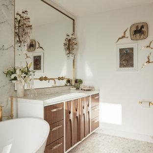 Стильный дизайн: главная ванная комната среднего размера в современном стиле с коричневыми фасадами, отдельно стоящей ванной, душевой комнатой, инсталляцией, белой плиткой, плиткой из листового камня, белыми стенами, мраморным полом, врезной раковиной, мраморной столешницей, белым полом, открытым душем, белой столешницей, фасадами с утопленной филенкой, тумбой под две раковины и встроенной тумбой - последний тренд