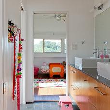 Contemporary Bathroom by A.GRUPPO Architects - Dallas