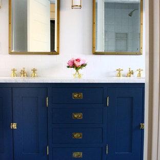 Imagen de cuarto de baño tradicional renovado, grande, con armarios estilo shaker, puertas de armario azules, ducha empotrada, baldosas y/o azulejos blancos, baldosas y/o azulejos de cemento, paredes blancas, suelo de baldosas de cerámica y encimera de mármol