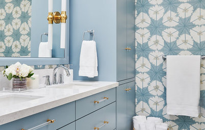Powerful Pattern in a Blue-and-White Bathroom