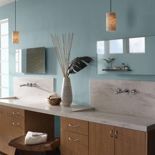 Esempio di una stanza da bagno minimalista