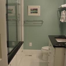 Farmhouse Bathroom by Homelink