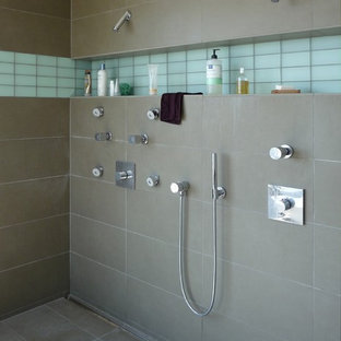 Double shower - modern double shower idea in San Francisco with a niche