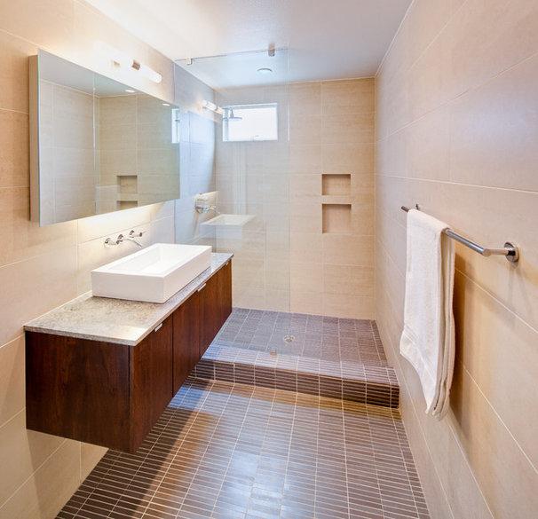 Modern Bathroom by A.GRUPPO Architects - San Marcos
