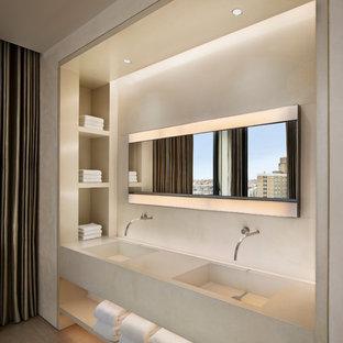 Diseño de cuarto de baño contemporáneo con lavabo integrado y encimera de cemento
