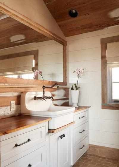 Fresh Rustic Bathroom by Wellborn Wright