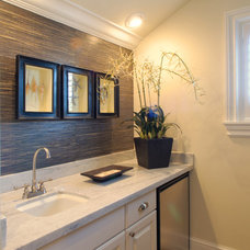 tropical bathroom by JMA INTERIOR DECORATION