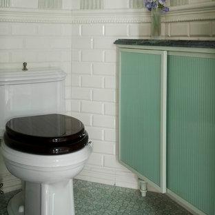 Ispirazione per un'ampia stanza da bagno padronale moderna con lavabo a consolle, top in marmo, doccia doppia, piastrelle verdi, piastrelle in ceramica, pareti verdi, pavimento con piastrelle a mosaico, ante di vetro e ante verdi