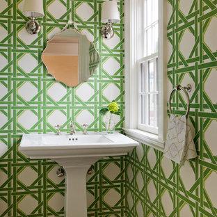 Idées déco pour une salle de bain classique avec un lavabo de ferme.