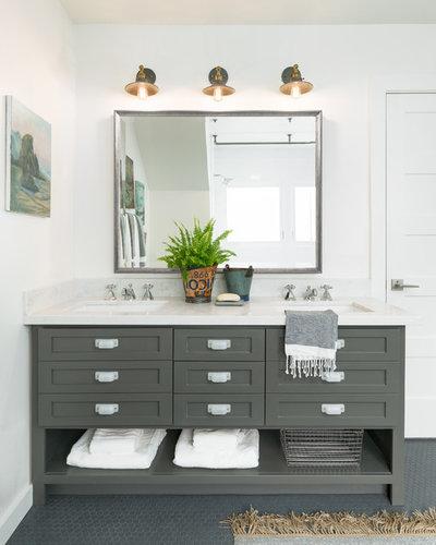 トラディショナル 浴室 by Katie Denham Interiors