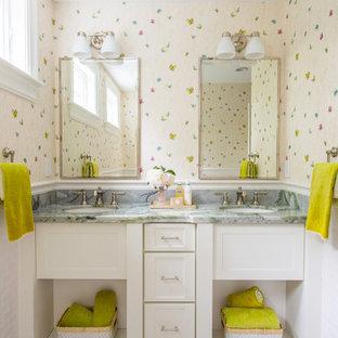 Ispirazione per una stanza da bagno per bambini chic di medie dimensioni con pareti multicolore, lavabo sottopiano e top verde