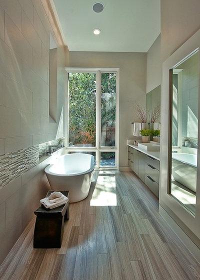 10 jolies baignoires pour tirer parti d 39 une petite salle de bains for Petite salle de bains en longueur