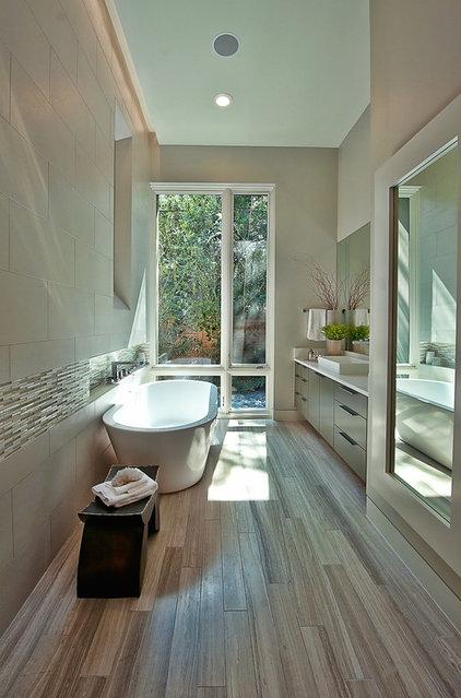petite salle de bains 10 jolies baignoires pour petit espace. Black Bedroom Furniture Sets. Home Design Ideas