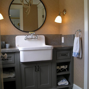 Design ideas for a traditional bathroom in Los Angeles.