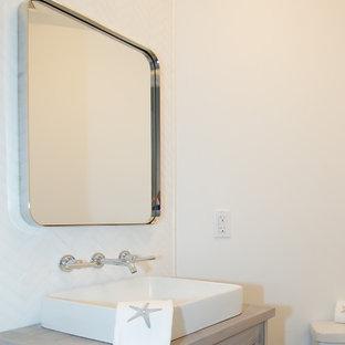 Ispirazione per una piccola stanza da bagno con doccia stile marino con ante in stile shaker, ante con finitura invecchiata, WC a due pezzi, piastrelle bianche, piastrelle a listelli, pareti bianche, pavimento in marmo, lavabo rettangolare e top in legno