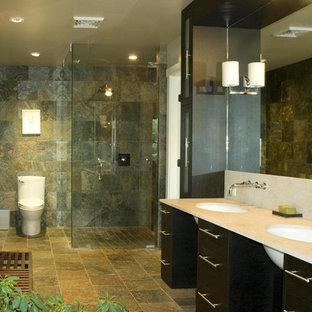 Diseño de cuarto de baño contemporáneo con baldosas y/o azulejos de pizarra