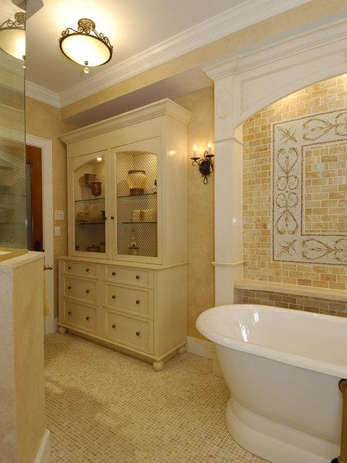 mediterrane badezimmer mit gelben w nden design ideen. Black Bedroom Furniture Sets. Home Design Ideas