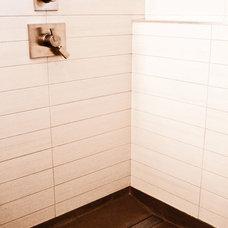 Modern Bathroom by Lindsay O. Creative