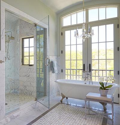 トラディショナル 浴室 by Adams Gerndt Design Group