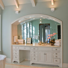 Traditional Bathroom by J Wilson Fuqua & Assoc. Architects