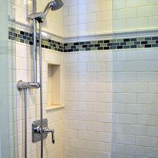 Transitional Bathroom by Laura Vlaming   Arkiteriors