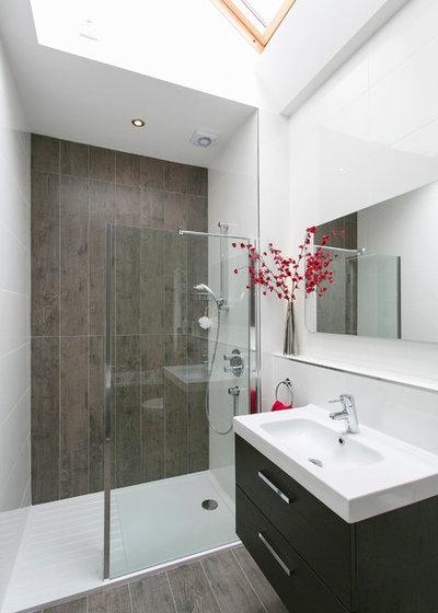 Contemporary Bathroom by NONA