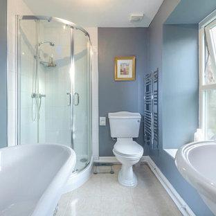 Foto di una stanza da bagno country
