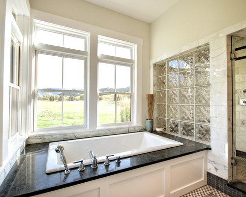 Vasca Da Bagno Di Zinco : Stanza da bagno con top in zinco e pavimento con piastrelle a