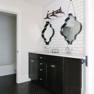 Esempio di una stanza da bagno padronale chic di medie dimensioni con ante in stile shaker, ante nere, piastrelle bianche, piastrelle diamantate, pareti bianche, pavimento con piastrelle in ceramica e lavabo sottopiano
