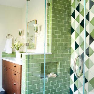 Eklektisk inredning av ett badrum