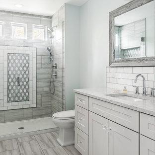 Salle de bain avec du carrelage en ardoise et un mur bleu : Photos ...