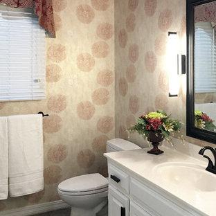 Ejemplo de cuarto de baño infantil, minimalista, de tamaño medio, con armarios con paneles con relieve, puertas de armario blancas, bañera encastrada, combinación de ducha y bañera, paredes rosas, suelo de baldosas de cerámica, lavabo integrado, encimera de ónix y ducha con puerta corredera