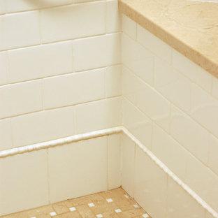 Esempio di una grande stanza da bagno padronale classica con lavabo sottopiano, ante con riquadro incassato, ante bianche, top in laminato, vasca freestanding, doccia alcova, piastrelle bianche, piastrelle in gres porcellanato, pareti bianche e pavimento in marmo