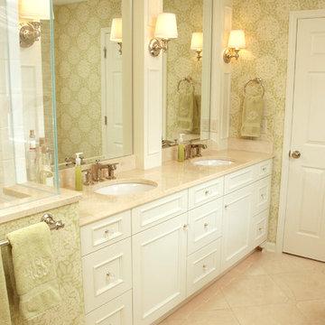Bright Traditional Master Bathroom