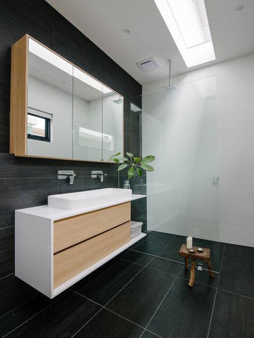 Mid-Sized Bathroom Design Ideas, Remodels & Photos with Porcelain Tile