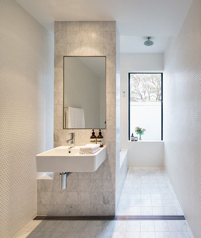 Moderno Stanza da Bagno by Alexander and Co