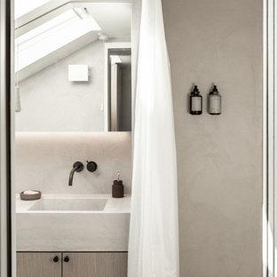 Imagen de cuarto de baño principal, moderno, pequeño, con armarios con rebordes decorativos, puertas de armario de madera oscura, encimera de cemento y encimeras rosas