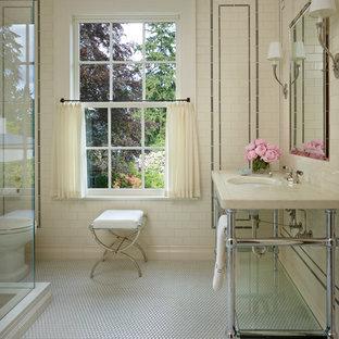Esempio di una stanza da bagno stile shabby con lavabo a consolle e pavimento con piastrelle a mosaico