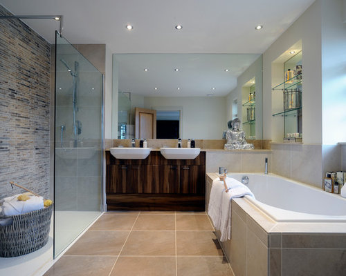 Delicieux Inspiration For A Traditional Ensuite Bathroom In London With A Vessel  Sink, Flat Panel