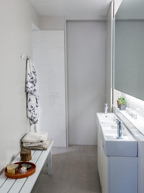 great diseo de cuarto de bao principal minimalista pequeo con armarios con paneles lisos with alicatado baos modernos - Alicatado Baos