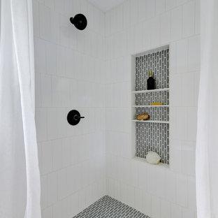 Идея дизайна: ванная комната в стиле фьюжн